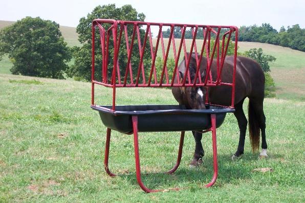 При оборудовании поилки для лошади обратите внимание на ее высоту
