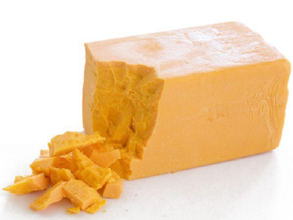 В рацион горлинок можно добавлять любой твердый сыр