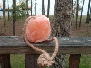 Лизунец кормовой из Гималайской соли весом 3-4.5 кг с веревкой