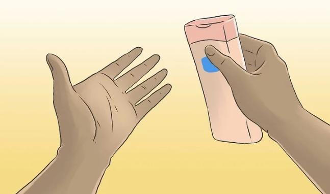 Нанесите смазку на ладони (к примеру вазелин)