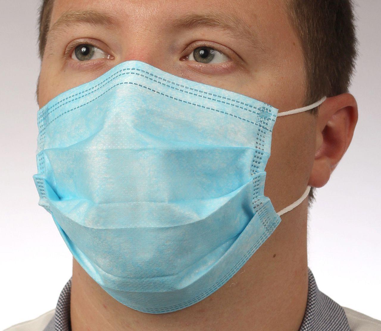 Обязательно использовать респираторную маску при вакцинации