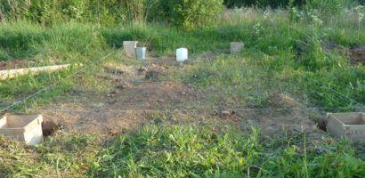 Разметка и установка опалубки в ямы