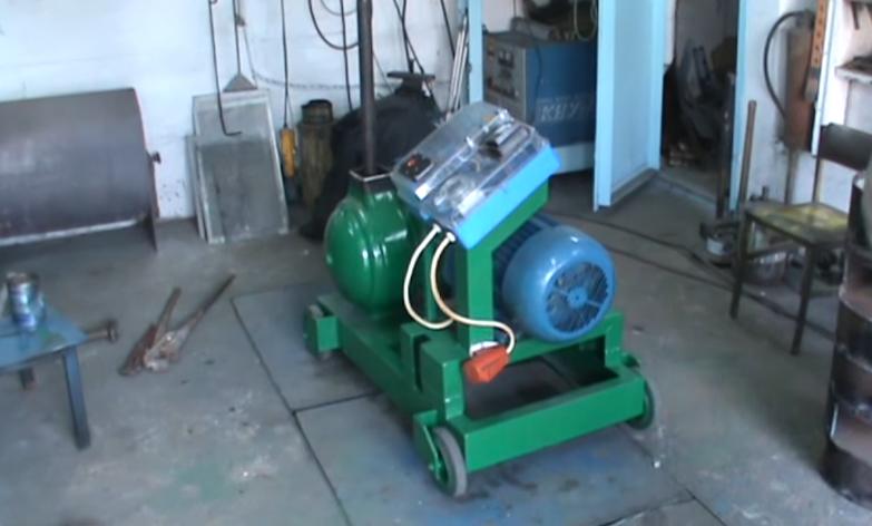Самодельный гранулятор окрашен зеленой краской