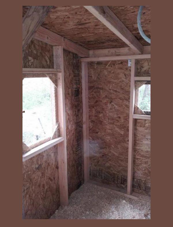 Утепленные стены курятника с деревянным каркасом