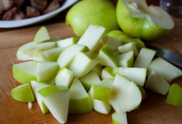 В рацион горлинок можно добавлять фрукты нарезанные кусочками