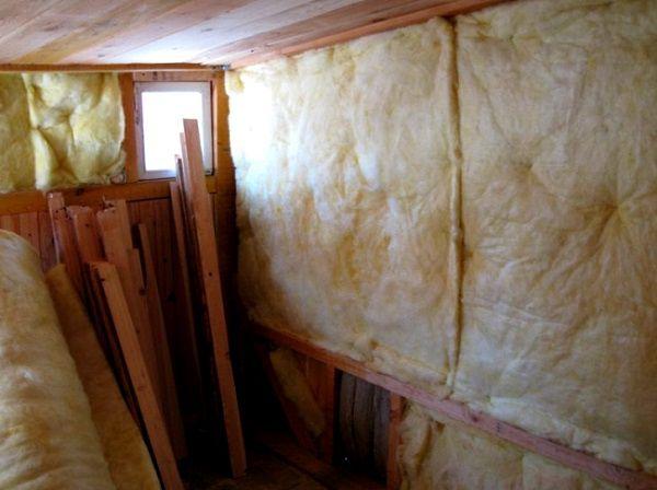 Обшивка стен курятника утеплителем изнутри