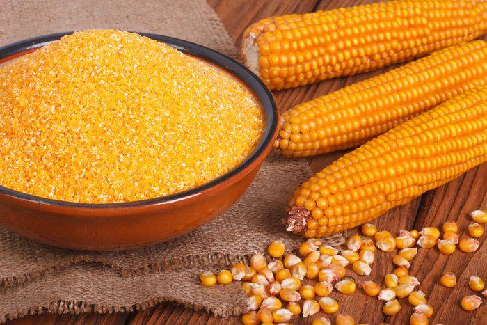 Цыплятам в качестве корма подойдет каша из кукурузной крупы