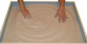 Емкость с песком помогает индюкам избавиться от кожных паразитов