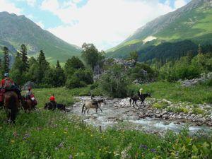 Конная прогулка по перевалам Северного Кавказа