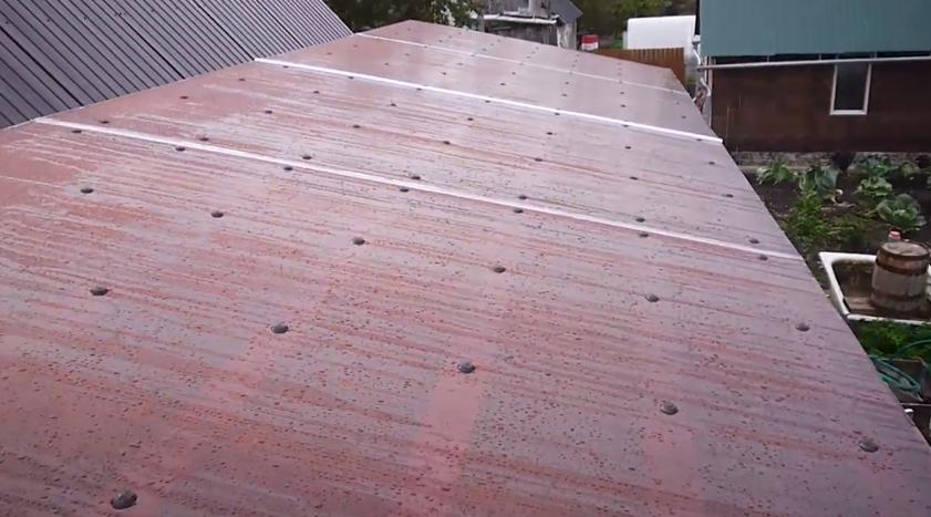 Листы поликарбоната зафиксированы термошайбами