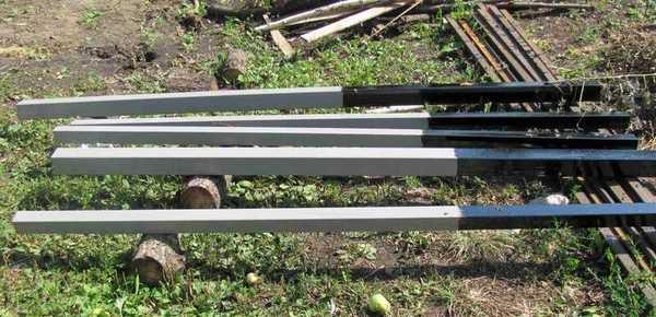 На фото показано, как должны быть обработаны опоры