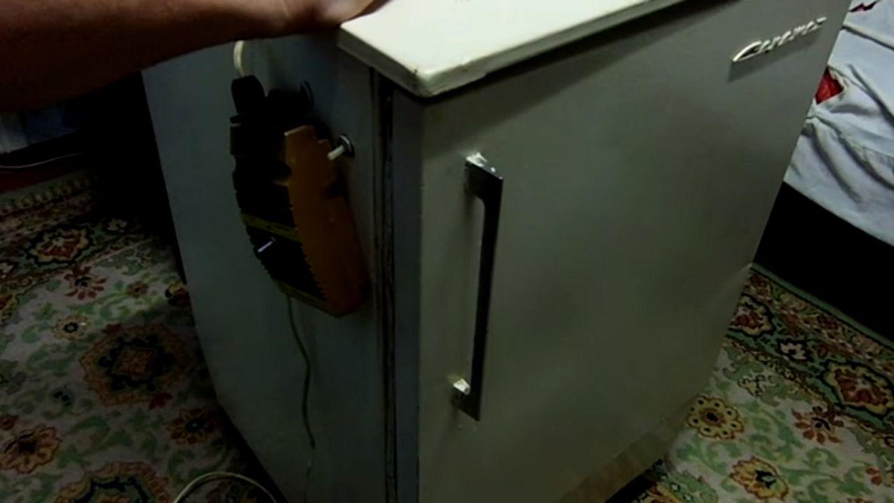 Основой для инкубатора может служить старый холодильник