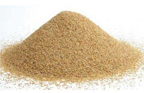 Птенцы используют песок для очистки перьев