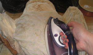 Пропаривание утюгом через кусок ткани