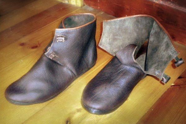 Обувь из козьей шкуры