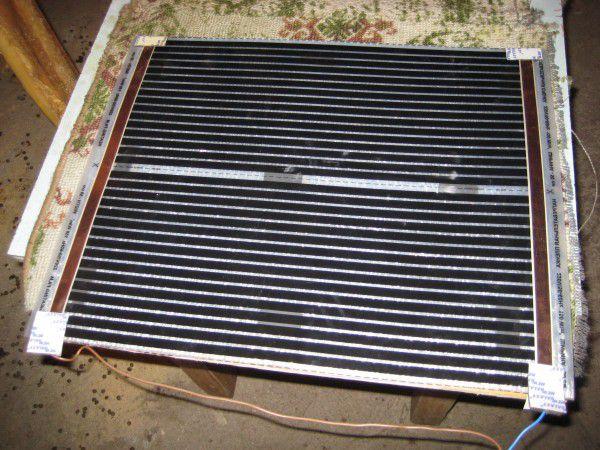 Пример обогревательного элемента, который крепится ко дну маточника для поддержания тепла в холодное время года