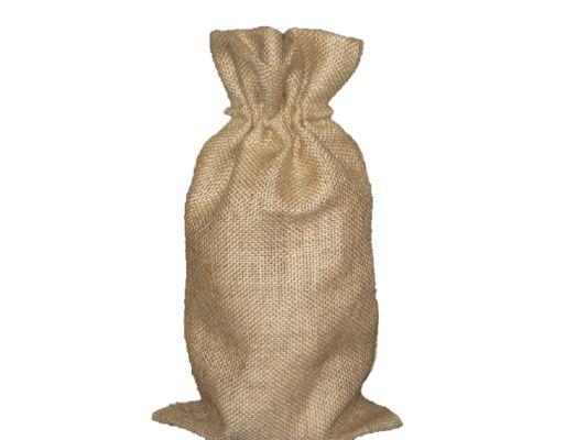 Чистый мешок из джута или льна замачивается в горячей воде на 5 минут