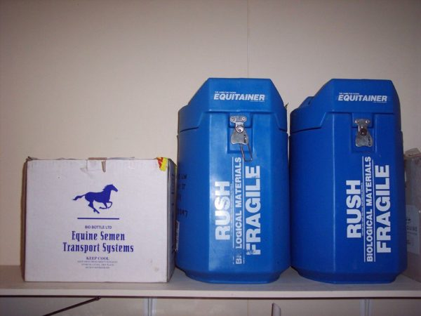 Специальные контейнеры для перевозки семени на дальние расстояния