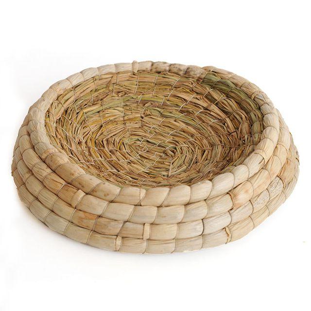 Еще один вариант готового плетеного гнезда для гусыни