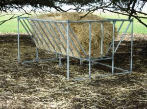 Емкость для кормления сеном на пастбище