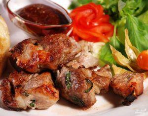 Ароматный шашлык из нутрятины заменит привычные блюда из баранины или свинины