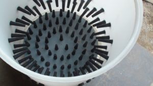 Специализированные механизмы для снятия перьев облегчают ощипывание гуся