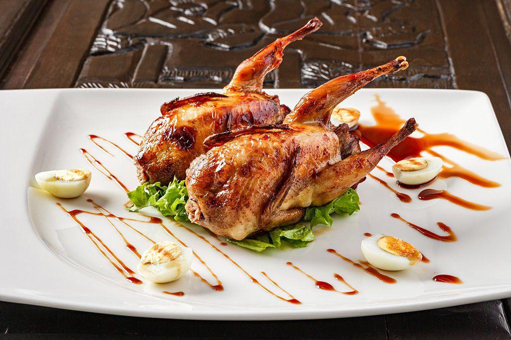 Маленький объем тушки часто становится причиной отказа от использования перепела в меню крупных ресторанов