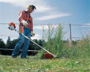 Заготовка травы при помощи мотокосы