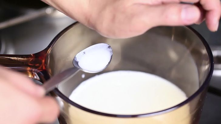 Народный метод устранения горького вкуса: подогреть молоко до 40°С и остудить