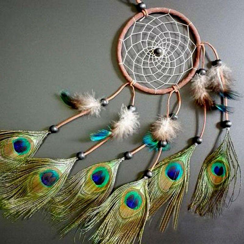 Ловец снов с перьями павлина