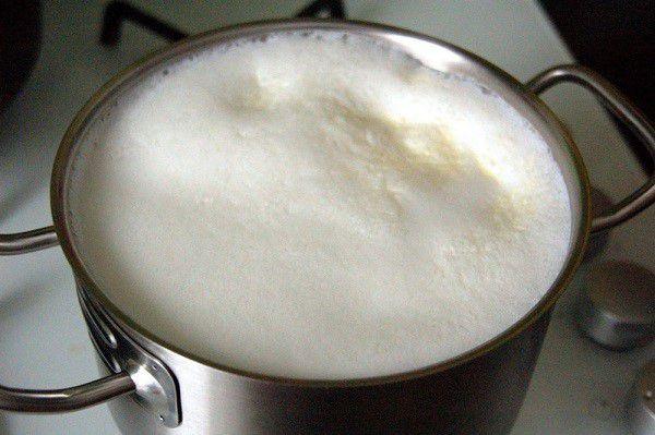 Молоко от больного животного необходимо кипятить, чтобы убить инфекцию