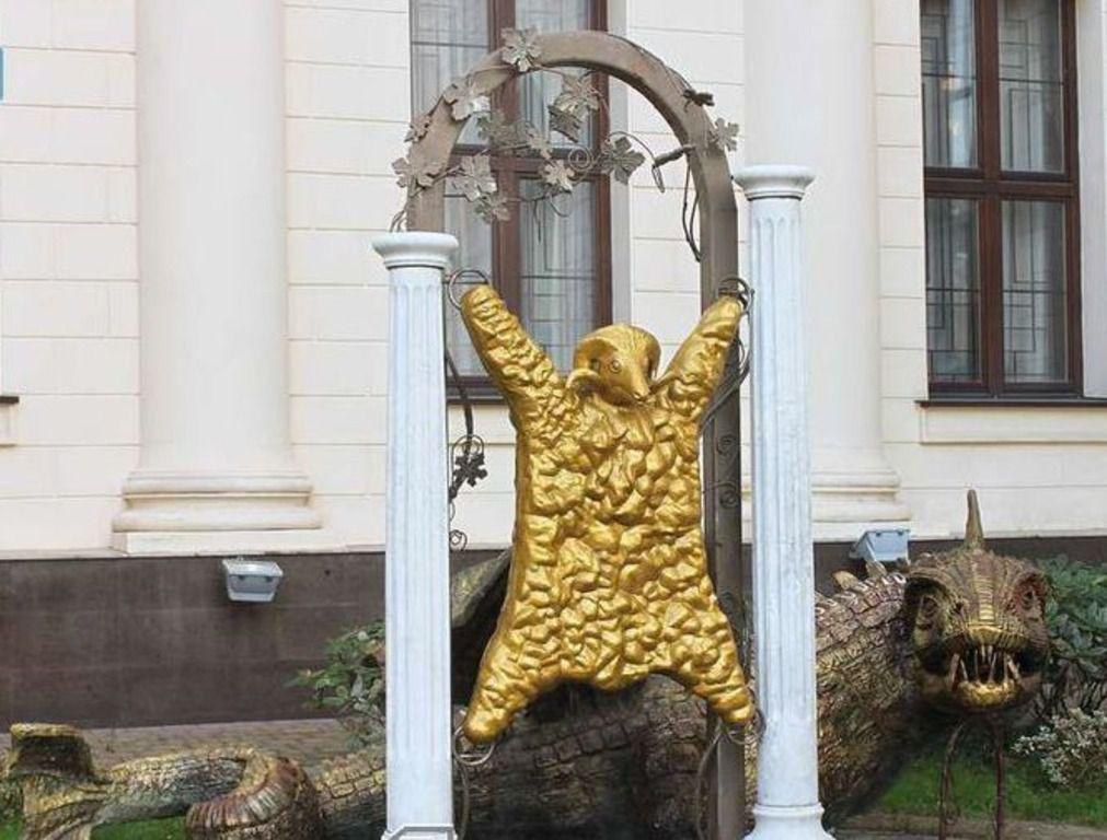 Золотое руно — предмет, интересовавший древнегреческого героя Ясона так сильно, что он выкрал его у царя Колхиды вместе с его дочерью Медей