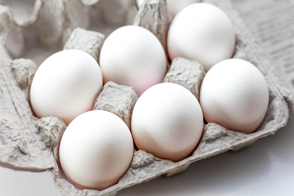 Белые яйца несут курицы со светлым оперением