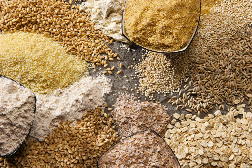 Зерновые культуры являются основой рациона кур