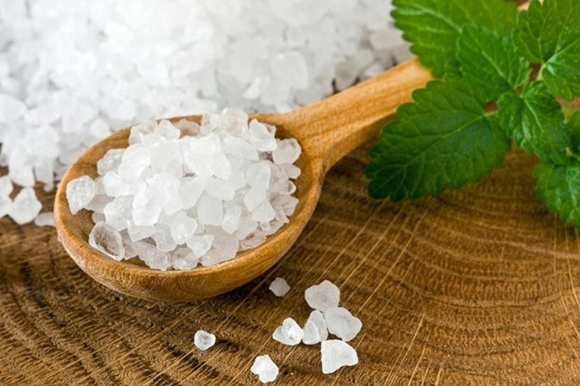 Соль не только укрепляет организм животных, но и улучшает вкусовые качества корма