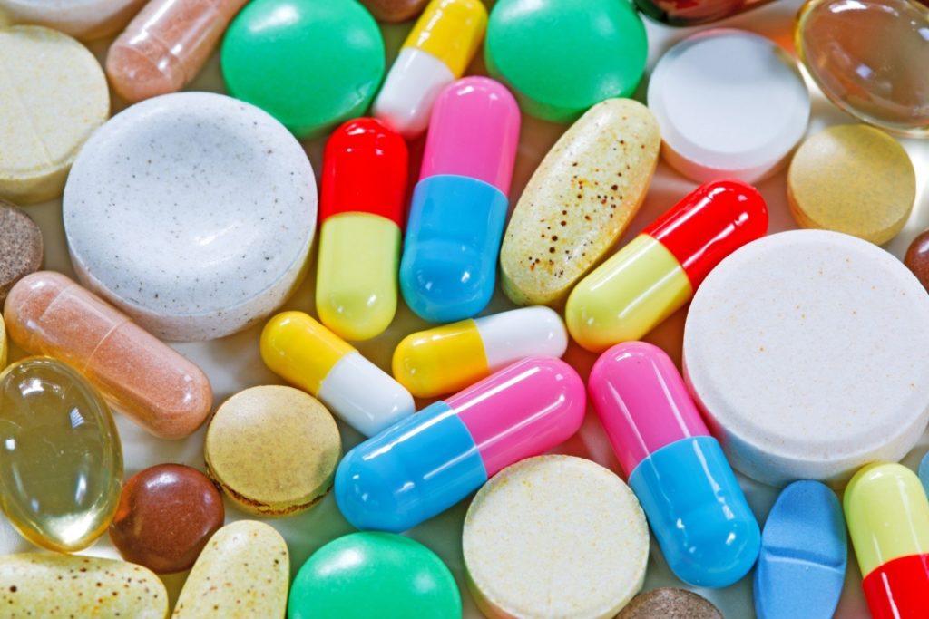 После приема антибиотиков, следует восстановить работу организма птицы с помощью витаминов