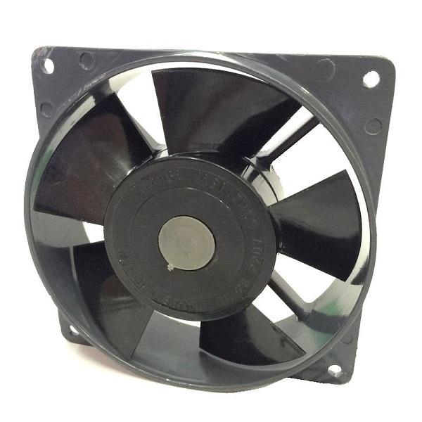 Чтобы усилить воздухообмен, можно использовать вентиляторы