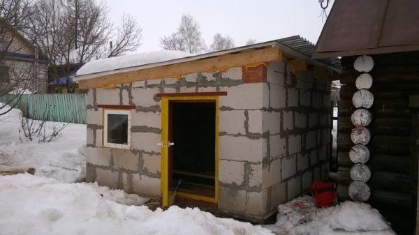 Конструкция из шлакоблоков теплая и долговечная