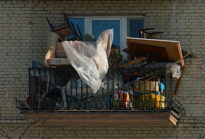 Голуби любят вить гнезда в старой мебели, коробках и другом хламе