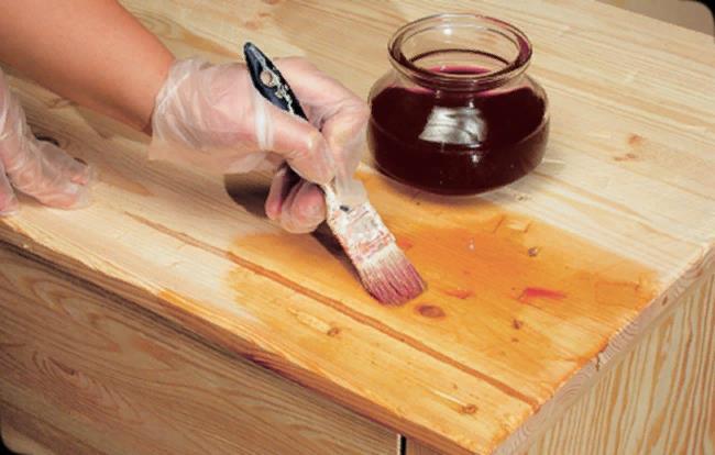 Изделия из натуральной древесины в обязательном порядке обрабатывают антисептиком