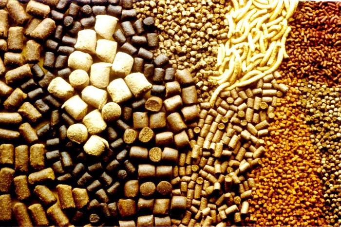 Разные виды гранулированного комбикорма