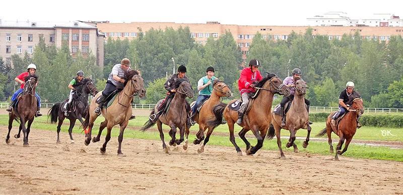 Скачки на вятских лошадях