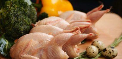 Перепелиное мясо лучше всего употреблять с зелеными овощами, которые не проходили термическую обработку