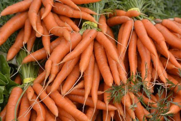 Морковь придет мясу красивый золотистый оттенок