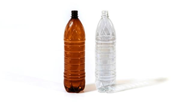 Бутылку необходимо тщательно промыть внутри и снаружи, от нее не должен исходить неприятный запах
