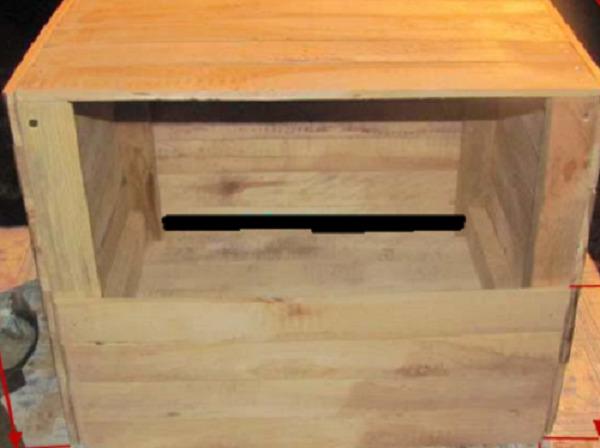 Шаг 5. Оформление входа в гнездо. Фасад оставляют открытым или делают створку с отверстием